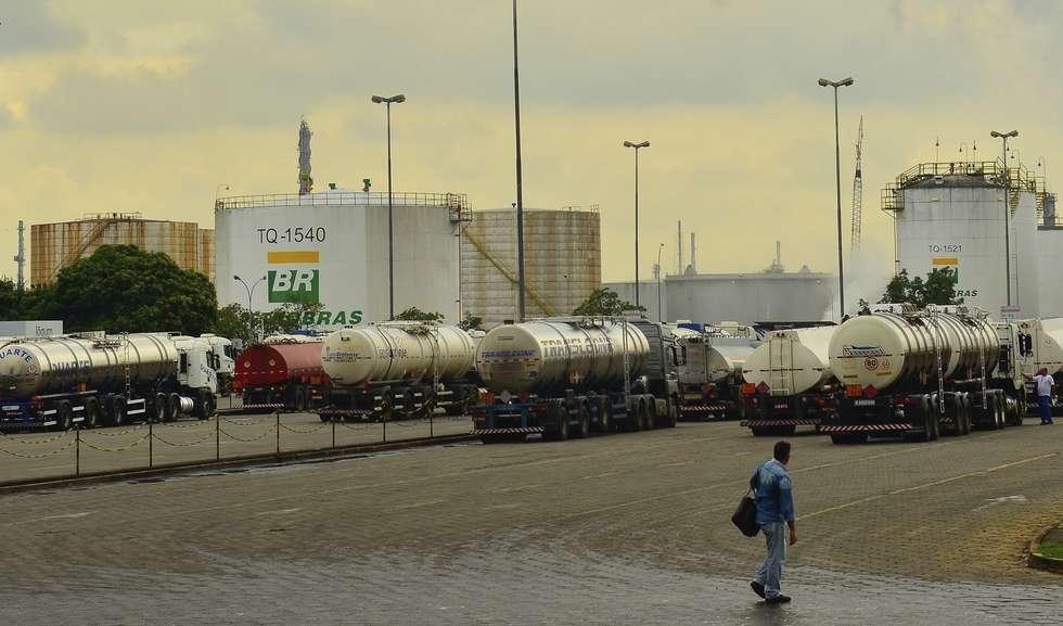 Ir para Petrobras reduz em 1,32% preço da gasolina nas refinarias.