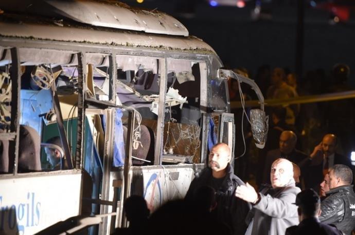 Explosão de bomba perto das pirâmides do Egito deixa três mortos.