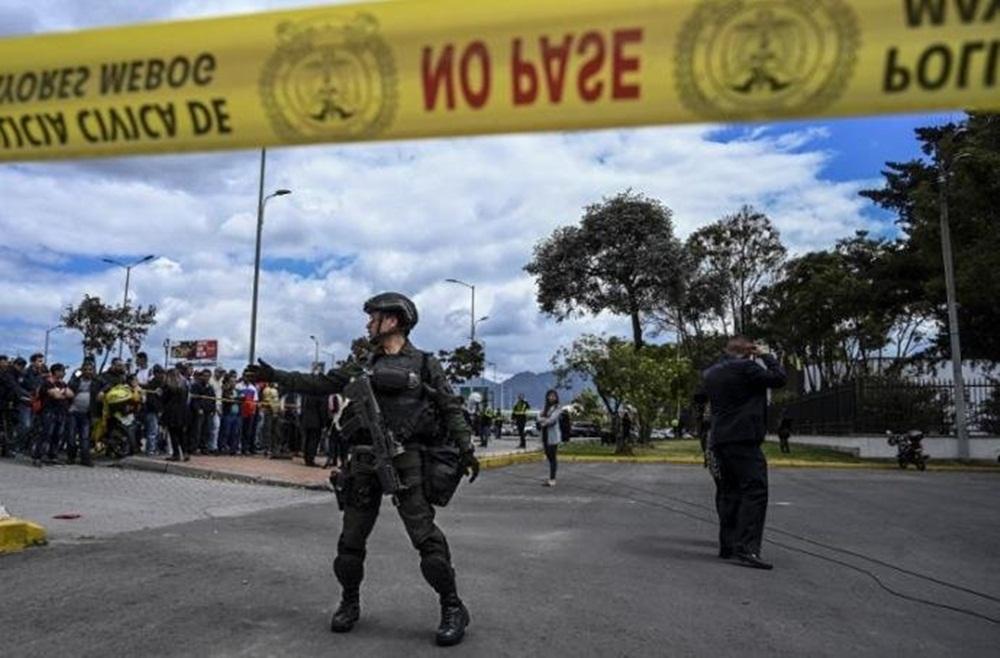 Sobe para 21 número de mortos em explosão de carro na Colômbia.