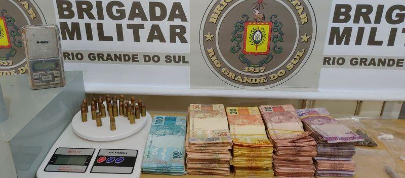 Dupla é presa no momento que contava dinheiro do tráfico