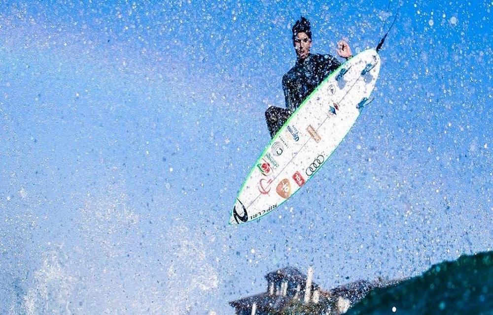 Gabriel Medina é campeão da etapa sul-africana do mundial de surfe.