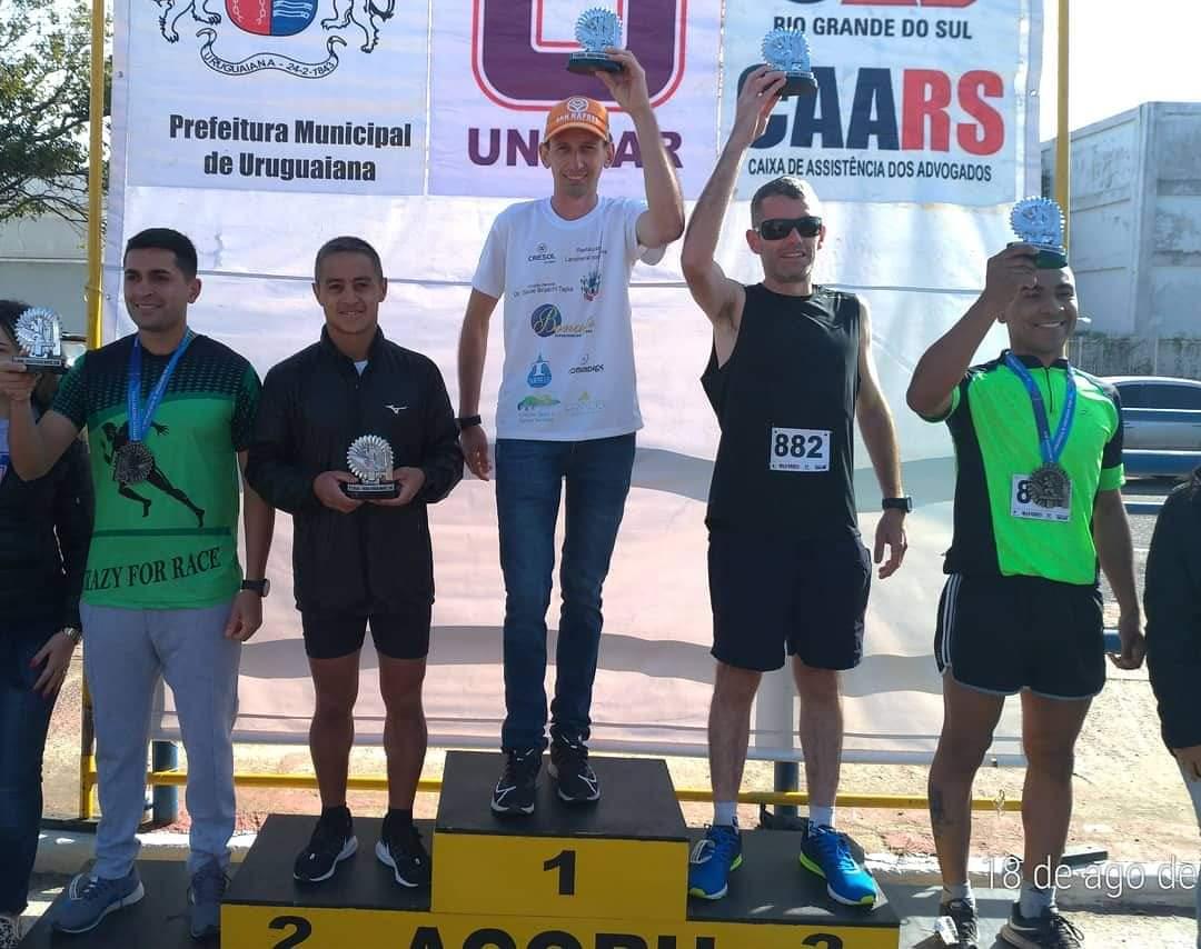Ir para  <p><big>Atleta maratonista Cleiton Casado, participou neste final de semana, da Meia Maratona Internacional de Uruguaiana (21 km) e conquistou o primeiro lugar na sua categoria por idade de 25 a 29 anos, com tempo de 01:13:59,...