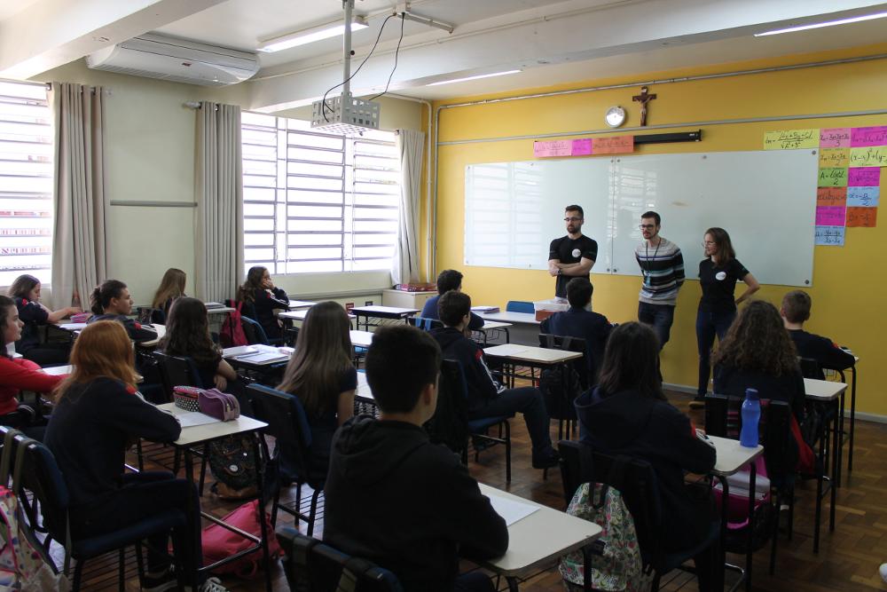 Acadêmicos da UFFS desenvolvem atividades no Colégio Franciscano São José