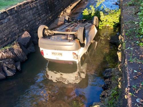 Ir para  <p><big>O motorista de um GM Celta de placas de Erechim perdeu o controle do ve&iacute;culo no in&iacute;cio da manh&atilde; deste s&aacute;bado, 12, e acabou caindo dentro do Rio&nbsp;Jupirangaba, em...