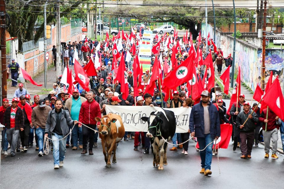 Agricultores Familiares, produtores de leite, protestam em Porto Alegre contra medidas adotadas pelo Governo Federal.