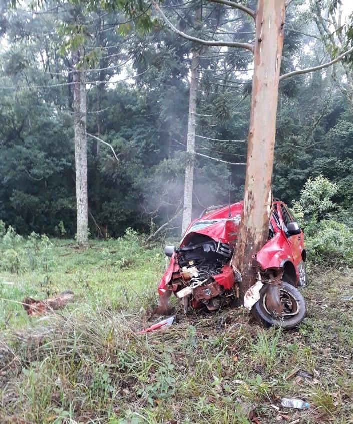 Ir para  <p><big>Grav&iacute;ssimo acidente na ERS 331, entre Viadutos e Gaurama, com&nbsp;ve&iacute;culo Ecosporte, vermelha, de Viadutos,&nbsp;colidiu de frente em um...