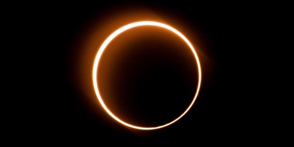 Ir para  <p>Da Ar&aacute;bia Saudita at&eacute; Om&atilde;, passando pela &Iacute;ndia e o sudeste da &Aacute;sia, milh&otilde;es de pessoas observaram nesta quinta-feira um inusual eclipse do tipo &quot;anel de...