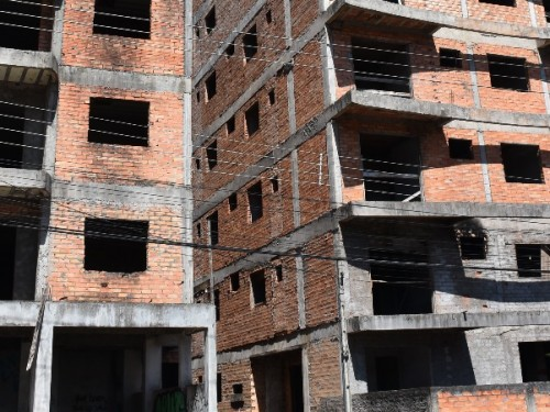 Ir para Vereador denúncia abandono de prédios em construção em Erechim
