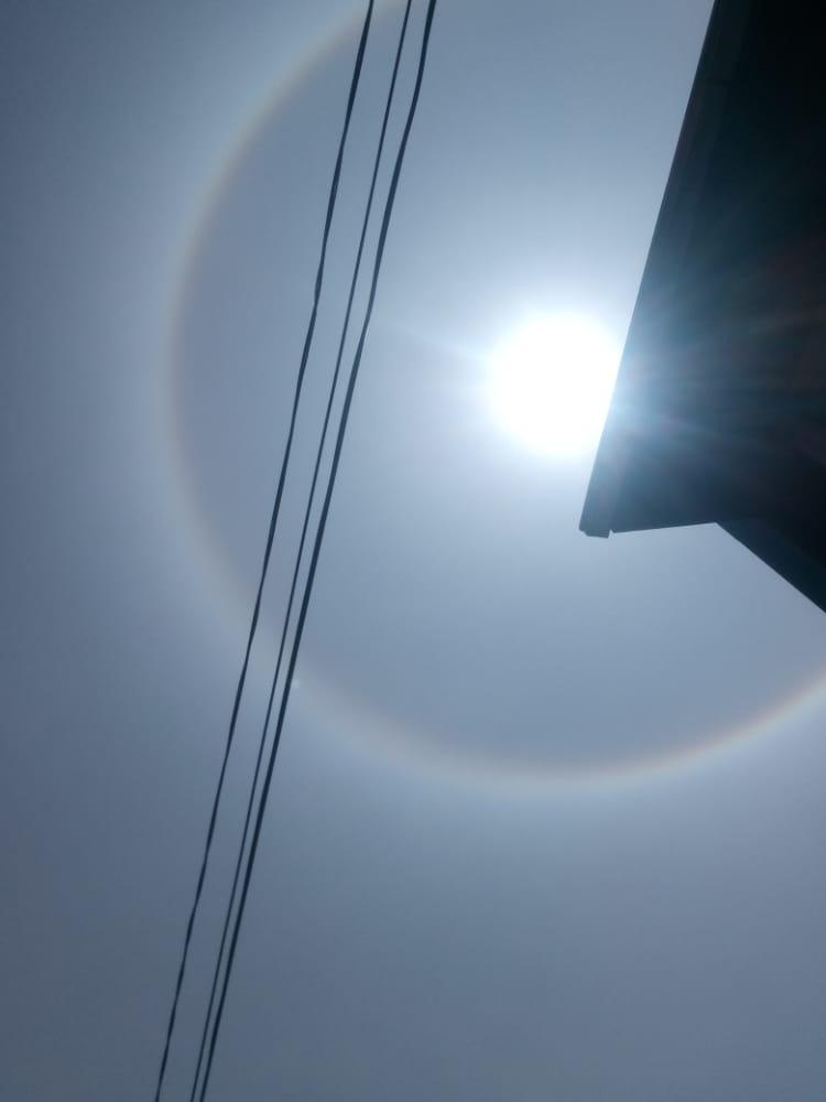 Ir para  <p><big>Quem olhou para o c&eacute;u na manh&atilde; desta quinta-feira (15) percebeu algo diferente: um c&iacute;rculo colorido em volta do sol. Trata-se de um fen&ocirc;meno bastante comum e que &agrave;s vezes,...
