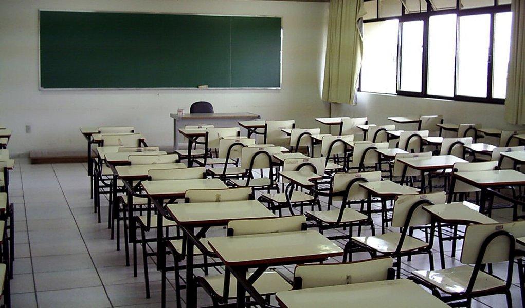 Lentidão no retorno do ensino presencial é o abandono da educação como instrumento de progresso individual e coletivo.