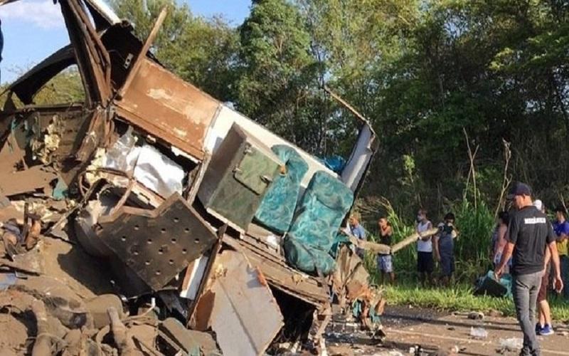 Ir para Acidente entre ônibus e caminhão deixa mais de 20 mortos no interior de SP.