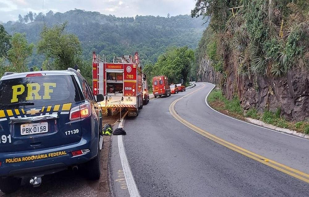 Quatro pessoas ficam feridas após queda de veículo em ribanceira em Bento Gonçalves.