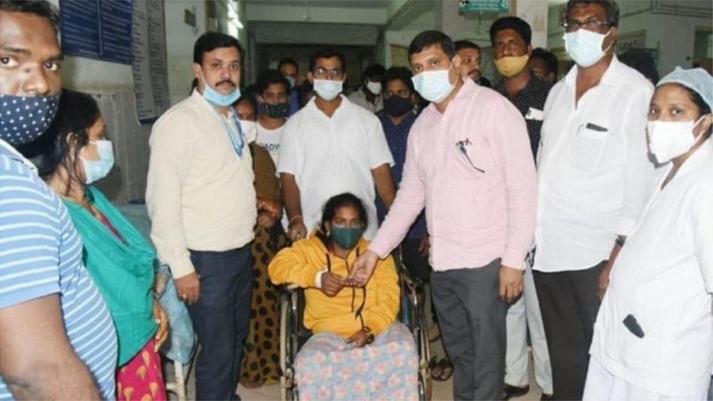 Ir para  <p><big>Uma doen&ccedil;a ainda n&atilde;o identificada levou centenas de pessoas a serem hospitalizadas na cidade indiana de Eluru, durante o fim de semana, com uma morte registrada.&nbsp;Nenhum dos pacientes internados...