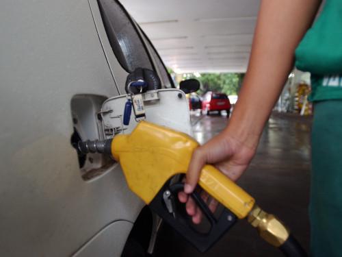 Ir para  <p><big>A Petrobras&nbsp;reajustou nesta segunda-feira (1) o pre&ccedil;o da gasolina e do diesel nas refinarias, de acordo com informa&ccedil;&otilde;es da Reuters.</big></p>  <p><big>A...