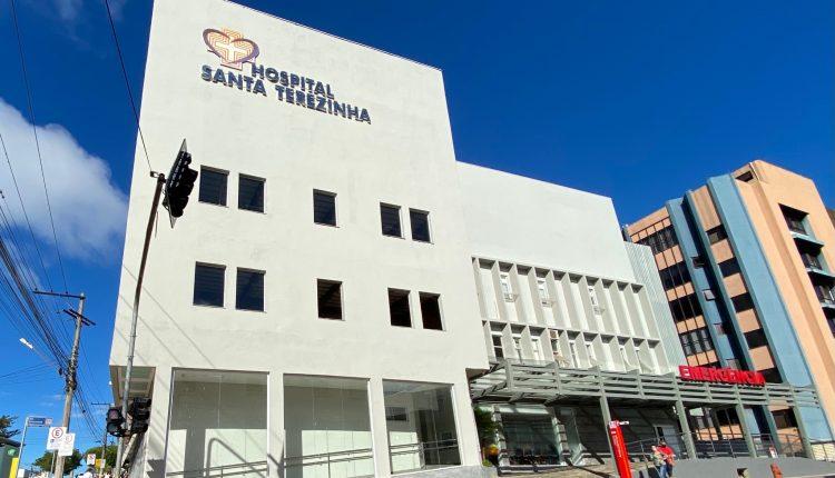 Ir para  <p><big>O Hospital Santa Terezinha inicia a semana, atingindo o limite m&aacute;ximo de interna&ccedil;&atilde;o em Unidade de Terapia Intensiva (UTI). O sinal de alerta extremo ascendeu no final de semana, com aumento na...