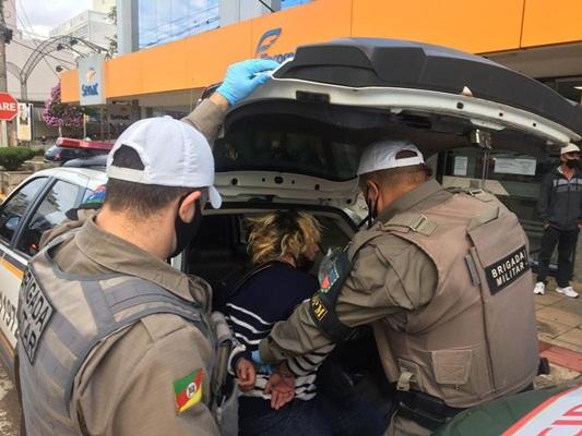 Ir para  <p><big>Uma mulher foi esfaqueada na tarde desta segunda-feira no centro de Erechim. O fato ocorreu por volta das 16h na sede administrativa do Senac que fica localizado na Pra&ccedil;a da...