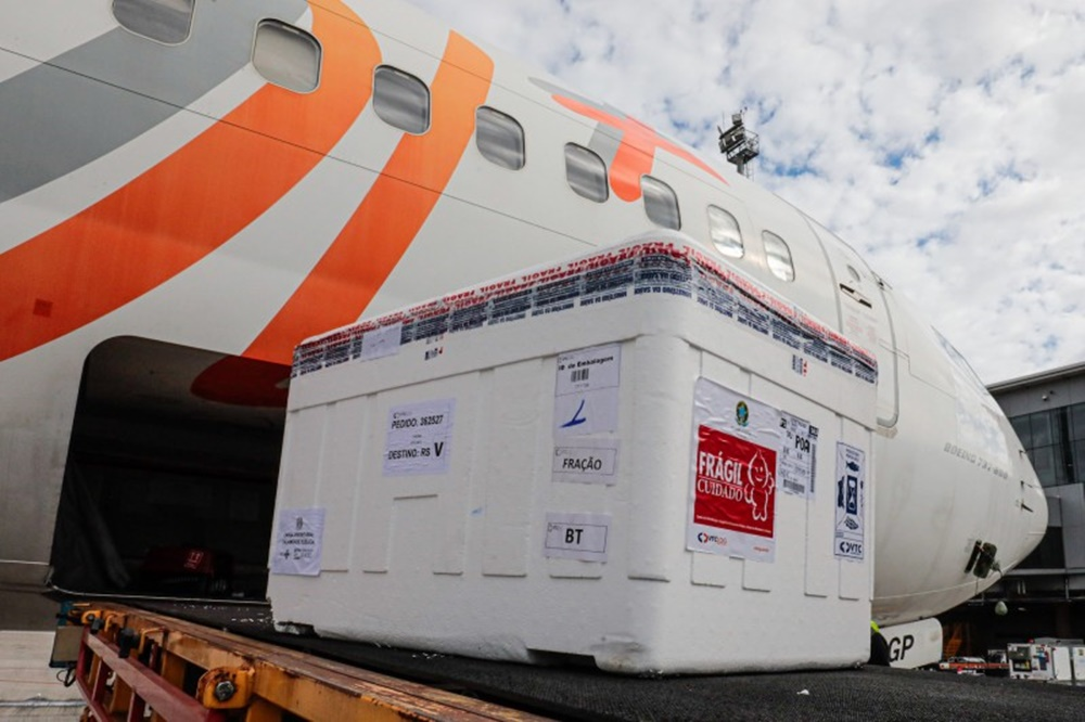 Ir para  <p><big>O Minist&eacute;rio da Sa&uacute;de programou a entrega de 207.470 doses de vacinas contra a Covid-19 para o Estado no s&aacute;bado (14): 77.600 de Coronavac, com previs&atilde;o de chegar ao Aeroporto Salgado...