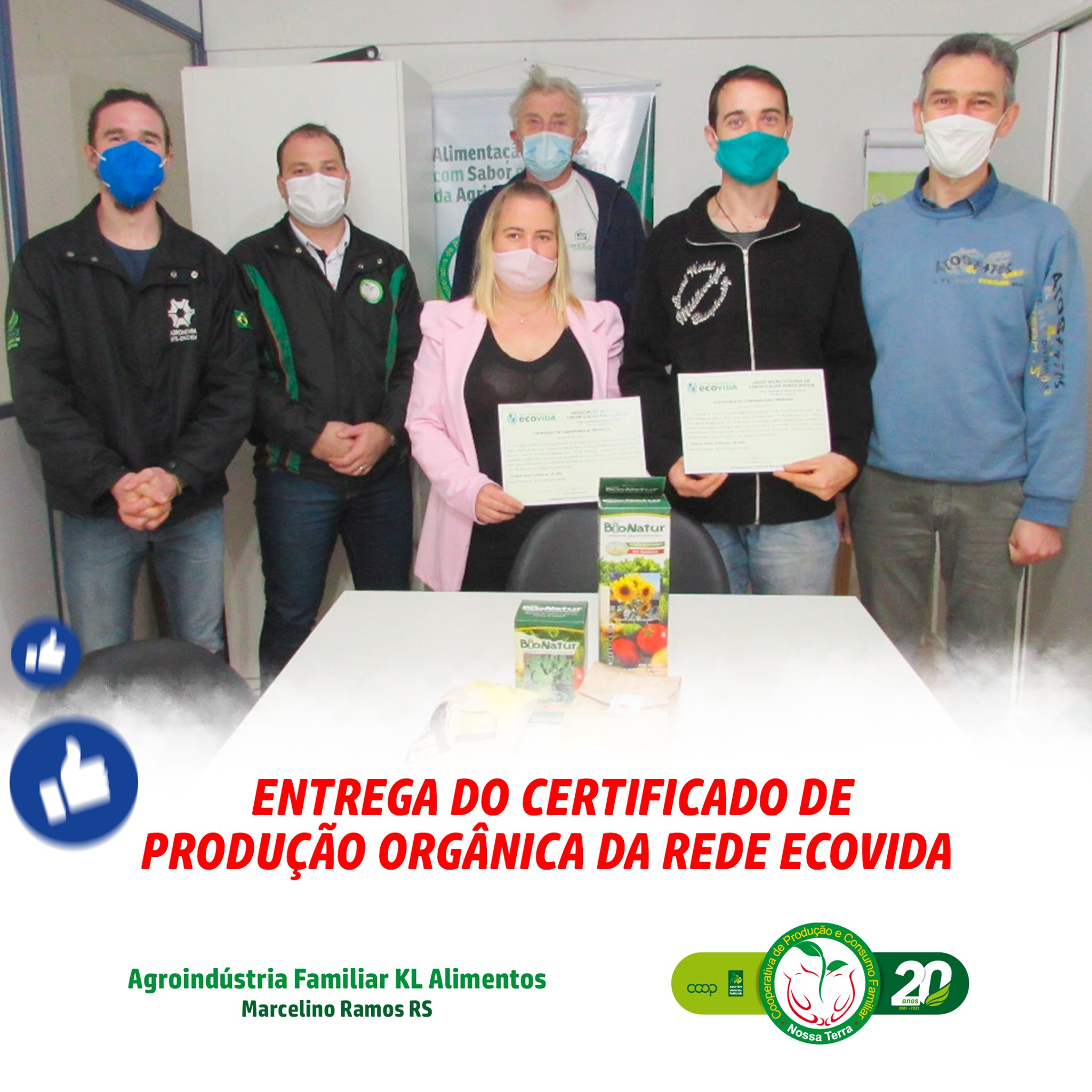 Ir para  <p><big>Com muito orgulho e alegria, fizemos a entrega oficial do valoroso Certificado de Produ&ccedil;&atilde;o Org&acirc;nica da Rede EcoVida, conquistado pela Agroind&uacute;stria Familiar KL Alimentos, da...